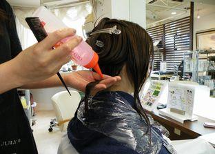 一剤塗布の前にアミノコンクを前処理して髪をいたわります。